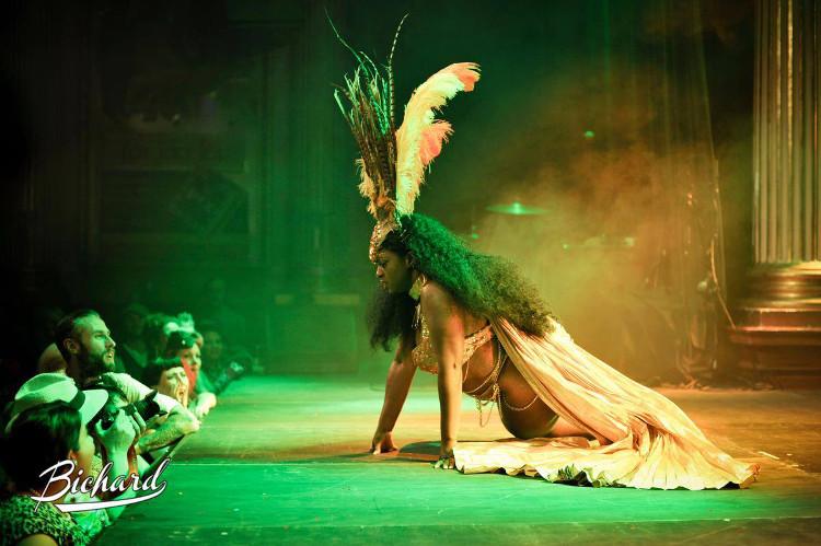 Akynos Burlesque, Black Women Burlesque