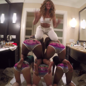 "Beyoncé is Having the Time of Her Life in a Carefree Bootyshakin' DIY Style Video For ""7/11."""