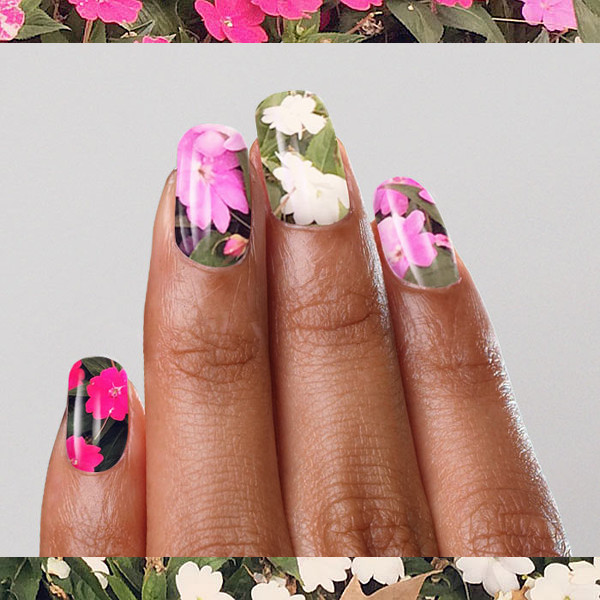 Turn Your Cell Phone Pics into Nail Art With NailSnaps.