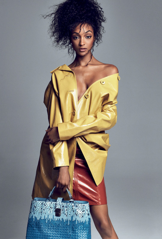 Jourdan Dunn cuts a casual figure in skinny jeans and off-the ...
